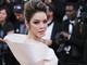 Lý Nhã Kỳ diện váy thêu hình Vịnh Hạ Long trên thảm đỏ Cannes