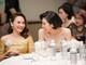 Á hậu Tú Anh khoe chân dài eo thon, đọ sắc với diễn viên Bảo Thanh