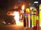 Cảnh sát hướng dẫn sử dụng bình chữa cháy xe ô tô