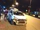 Xe máy bốc đầu khiến taxi hỏng nặng
