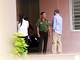 Thầy giáo người Mỹ 'cố thủ' cùng 2 con vì mâu thuẫn khi ly hôn