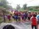 Huy động gần 400 em học sinh và giáo viên làm đường giao thông