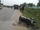 Nam thanh niên bị dập nát chân trong vụ va chạm giữa ô tô tải và xe máy