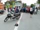 Xe máy va quệt ôtô dựng bên đường, nam thanh niên bị thương nặng