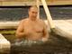 Xem cảnh Tổng thống Putin ngâm mình trong hố nước băng giá