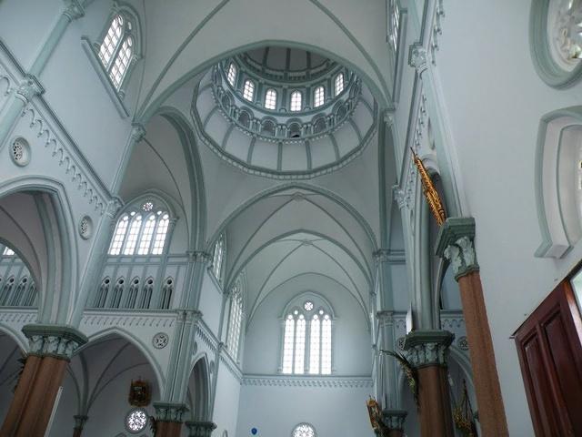 Top 5 nhà thờ rực rỡ sắc màu thu hút giới trẻ tại Việt Nam