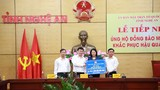 Phó Chủ tịch nước Đặng Thị Ngọc Thịnh trao hỗ trợ cho Nghệ An khắc phục thiệt hại do mưa lụt