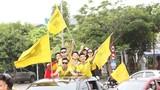 Người hâm mộ quê nhà nồng nhiệt chào đón các nhà vô địch U15 SLNA