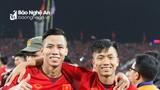 """AFF Cup 2018: Quế Ngọc Hải, Phan Văn Đức và chất """"Nghệ"""" bên đỉnh vinh quang"""