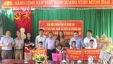 Ban Nội chính Tỉnh ủy Nghệ An tặng quà học sinh nghèo xã vùng cao