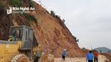 Trên đỉnh Rú Nguộc (Thanh Chương) còn nhiều khối đá lớn có thể đổ sụp xuống QL46