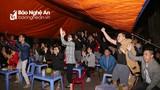 Người dân thành Vinh cuồng nhiệt cùng đội tuyển Việt Nam