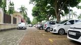 TP Vinh thí điểm kẻ vạch đậu cho ô tô trên vỉa hè