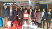 Trao 100 triệu đồng hỗ trợ xây nhà tình nghĩa cho thân nhân liệt sỹ ở Anh Sơn và Thanh Chương  