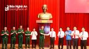 Bộ Tư lệnh Bảo vệ Lăng Chủ tịch Hồ Chí Minh trao tặng tỉnh Nghệ An tượng Bác Hồ