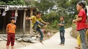 Những trò vui chơi thú vị trong ngày hè của trẻ em vùng cao Nghệ An