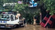 Thủy điện tiếp tục tăng mức xả lũ, công an huy động xe chuyên dụng chuyển đồ cho dân