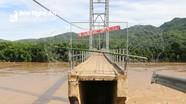 Cầu Chôm Lôm ở Con Cuông bị đứt gãy