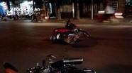 Va chạm xe máy, hai thanh niên bị thương nặng