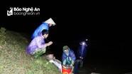 Trắng đêm lội ruộng cùng người dân Hưng Nhân đi săn rươi