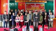 Điện lực Nghệ An trao 50 suất quà Tết cho hộ nghèo tại Quế Phong