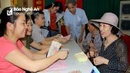 Các hộ dân khu B6 phường Quang Trung nhận tiền hỗ trợ từ Tập đoàn Vingroup