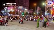Phân luồng giao thông ở khu vực phố đêm thành Vinh