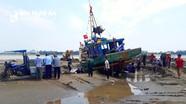 Trục vớt thành công tàu cá mắc cạn tại Nghệ An