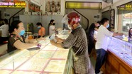 Vàng giảm giá sâu, người dân Nghệ An tranh thủ mua tích trữ