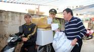 Sợ ngập vì bão số 9, tiểu thương chợ Vinh tấp cập vận chuyển hàng về nhà