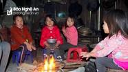 Người dân vùng cao Nghệ An co ro trong giá rét