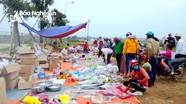 Hàng 'đại hạ giá' tràn ngập bên các tuyến đường tại Nghệ An