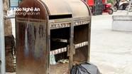 Thùng rác trên phố đi bộ ở thành phố Vinh bị phá hoại