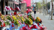 TP.Vinh: Hoa tươi ế ẩm, hoa sáp tiêu thụ mạnh trong dịp Quốc tế Phụ nữ 8/3