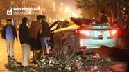 Ô tô lao vào xe rác, công nhân môi trường thoát nạn