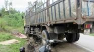 Người đàn ông buôn gà chết thảm sau khi va chạm với xe tải