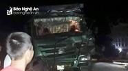 Người dân cạy cửa cứu tài xế trong cabin sau tai nạn