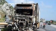 Xe container cháy rụi trên Quốc lộ 1A