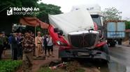 Xe đầu kéo đâm vào xe tải, gián tiếp gây tai nạn cho xe tải khác