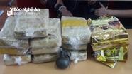 Khen thưởng Ban chuyên án bắt 2 đối tượng cầm lựu đạn đi buôn ma túy