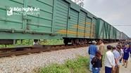 Nghệ An: Xe tải chở đất băng qua đường sắt bị tàu hỏa đâm, tài xế tử vong tại chỗ