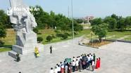 Ban Chấp hành Đảng bộ huyện Yên Thành dâng hương báo công với Bác và các anh hùng liệt sỹ
