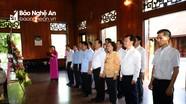 Bộ trưởng Bộ Tài chính dâng hoa, dâng hương tại Khu Di tích Kim Liên và đền Chung Sơn