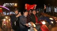 Hàng ngàn người dân thành Vinh ra đường mừng chiến thắng của U23 Việt Nam