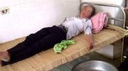 Vợ ăn lá ngón tự tử vì chồng điện thoại cho người phụ nữ khác