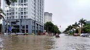 Thành phố Vinh ngập sâu sau trận mưa lớn xuyên trưa