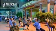 Người dân thành phố  Vinh xuyên đêm xếp hàng lấy mẫu xét nghiệm nhanh