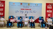 Lãnh đạo các cơ quan, đơn vị tham gia hiến máu 'Hành trình đỏ - Giữ nhịp đập trái tim'