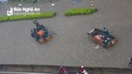 Thành Vinh lại ngập thành sông, thuyền cứu hộ chạy băng băng giữa đường