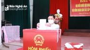 Bí thư Tỉnh ủy Nghệ An Thái Thanh Quý bỏ phiếu bầu cử tại xã Hưng Lộc, TP. Vinh